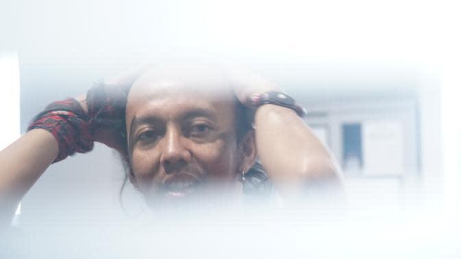 Arris Zulfikar atau Jamal dalam perannya di sinetron 'Preman Pensiun' menjalani pemeriksaan medis di Kantor BNN Provinsi Jawa Barat, Senin (22/7/2019). (Liputan6.com/Huyogo Simbolon)