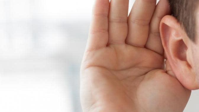 Jerawat yang muncul di area telinga sangat mengganggu. Ini cara cepat untuk mengatasinya.