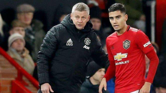 Gelandang Manchester United, Andreas Pereira (kanan)