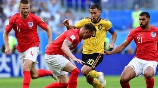 Winger Belgia, Eden Hazard dikepung pemain Inggris