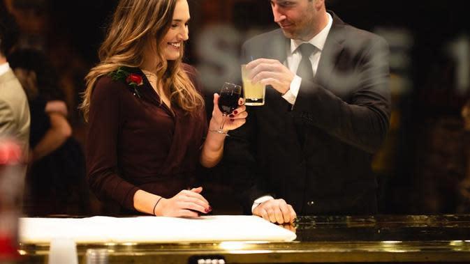 Ilustrasi pasangan romantis. Sumber foto: unsplash.com/Gregory Hayes.