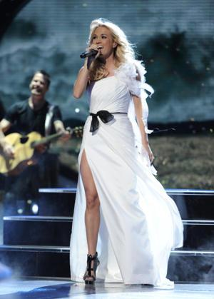 "Carrie Underwood Confesses: ""It's Always Horrifying To Come Back"" To 'Idol'"