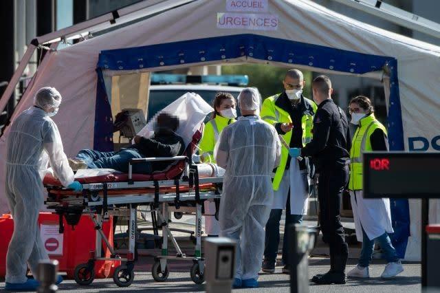 Global lockdown tightens as virus deaths mount