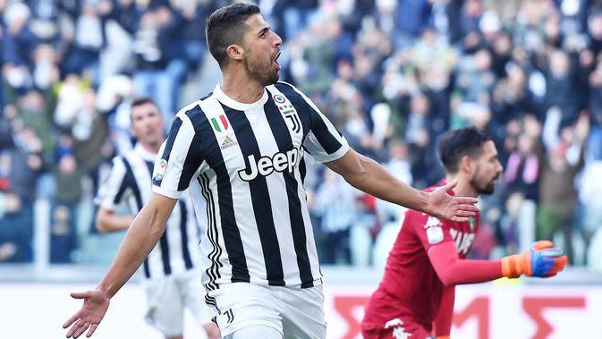 Pemain Juventus, Sami Khedira merayakan golnya ke gawang Sassuolo pada lajutan Serie A di Allianz Stadium, Turin (4/2/2018). Juventus menang 7-0. (Alessandro Di Marco/ANSA via AP)