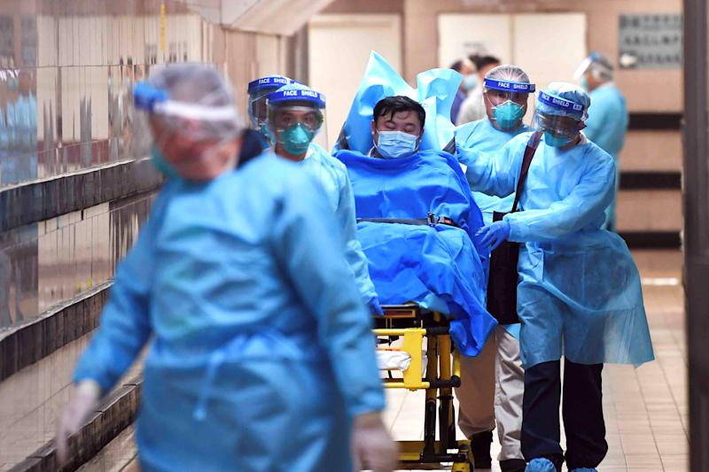 Medical staff transfer a patient of a highly suspected case of a new coronavirus at the Queen Elizabeth Hospital in Hong Kong, China January 22, 2020. Picture taken January 22, 2020. cnsphoto via REUTERS. ATTENTION EDITORS - THIS IMAGE WAS PROVIDED BY A THIRD PARTY. CHINA OUT.