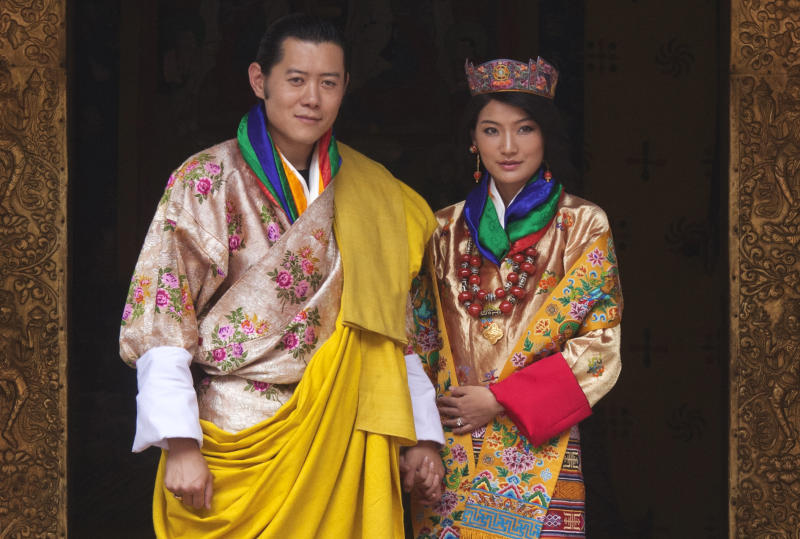 """King Jigme Khesar Namgyel Wangchuck and Queen Jetsun Pema pose for pictures after their marriage at the Punkaha Dzong in Bhutan's ancient capital Punakha October 13, 2011. Bhutan's """"Dragon King"""" married a commoner in a Himalayan monastic fortress on Thursday, sipping a chalice of ambrosia symbolizing eternal life, in a wedding that has transfixed a reclusive kingdom slowly embracing globalization. REUTERS/Adrees Latif (BHUTAN - Tags: ROYALS ENTERTAINMENT)"""