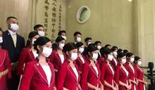 中國醫大禮賓接待亮相 防疫口罩擋不住溫暖眼神