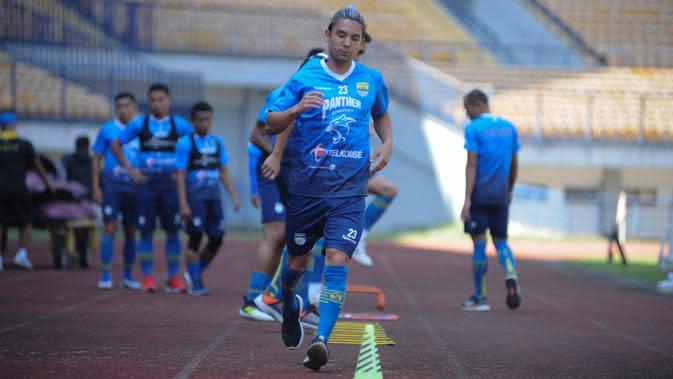 Gelandang Persib Bandung Kim Jeffrey Kurniawan. (MO Persib Bandung)