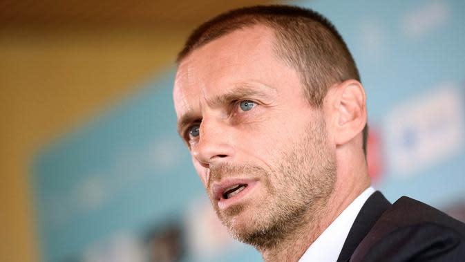 SEPTEMBER -- Aleksander Ceferin resmi terpilih sebagai Presiden UEFA setelah meraih kemenangan mutlak dalam Kongres Luar Biasa UEFA, di Athena, Yunani. Mantan Presiden Asosiasi Sepak Bola Slovenia ini mengalahkan Michael Van Praag. (AFP/Jure Makoves)