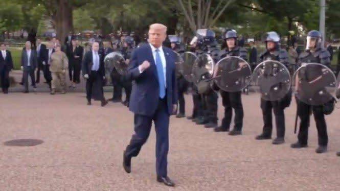 Eks Agen CIA Bongkar Pelanggaran Trump Kerahkan Militer Hadapi Demo