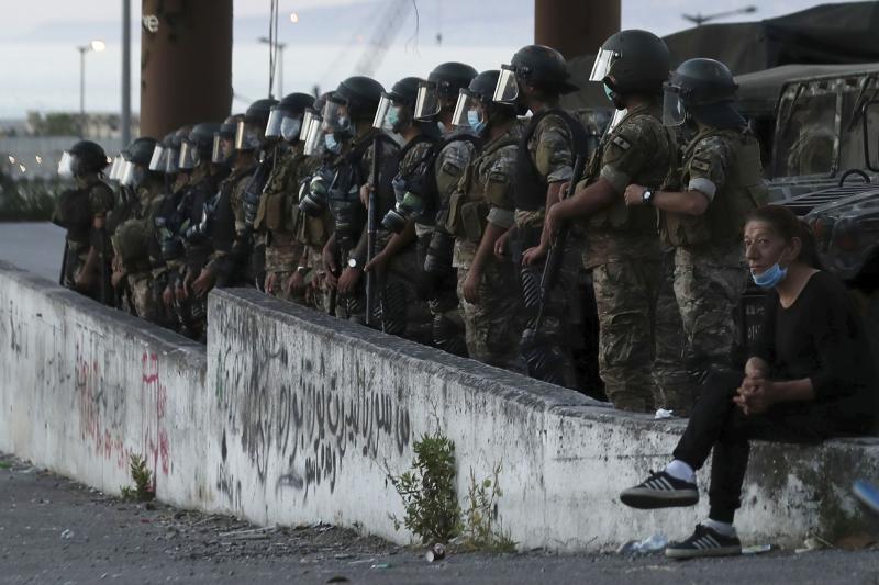 Para pemrotes Lebanon serukan pemerintah mundur di tengah krisis