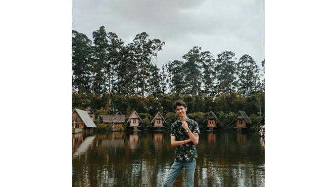 Jarang Terekspos, Ini 6 Potret Budi Floris Kakak Mawar De Jongh (sumber: Instagram.com/budi_flo)