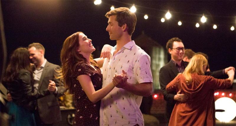 Zoey Deutch and Glen Powell in Set It Up, on Netflix