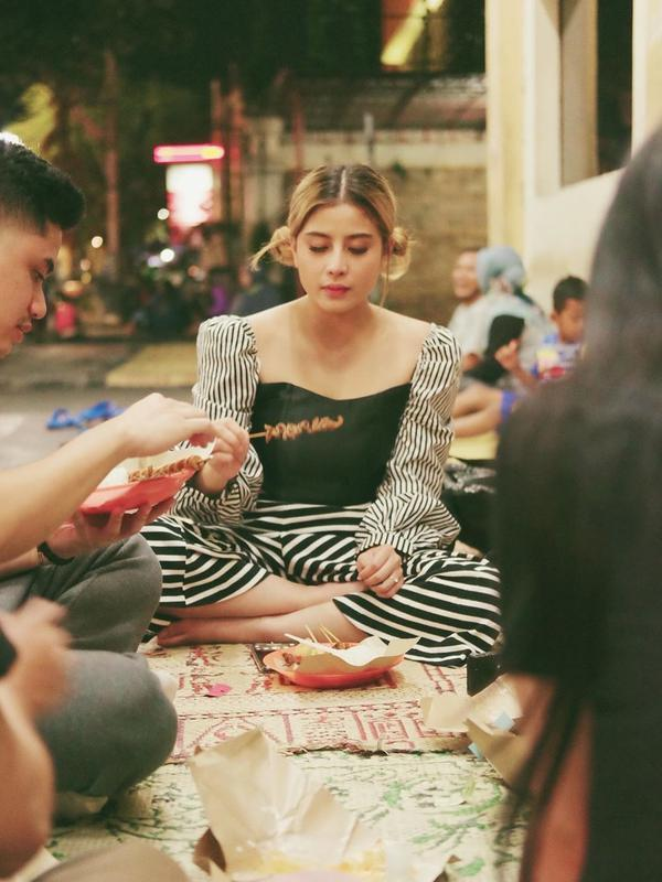 Gaya Liburan Awkarin di Jogja. (Sumber: Instagram/awkarin)