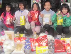 愛心食物包實現孩子吃飽的心願
