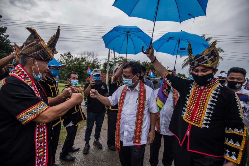 Parti Warisan Sabah president Datuk Seri Mohd Shafie Apdal greets supporters while campaigning in Tempasuk, Kota Belud, Sabah, September 16, 2020. — Picture by Firdaus Latif