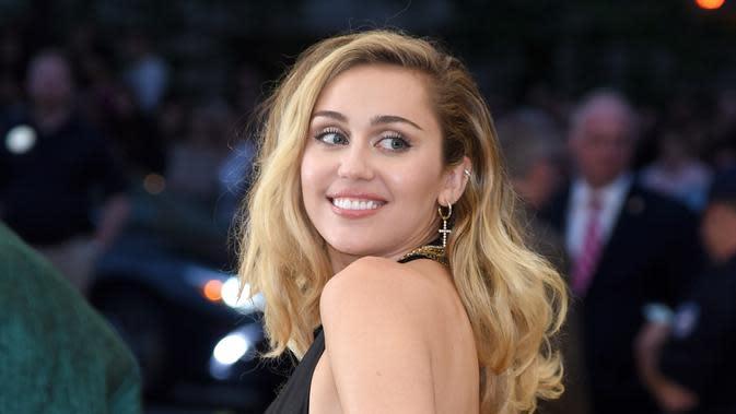 Lirik Lagu When I Look At You - Miley Cyrus
