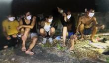30越南偷渡客暗夜跳海搶灘 救生衣亂丟…已逮捕24人