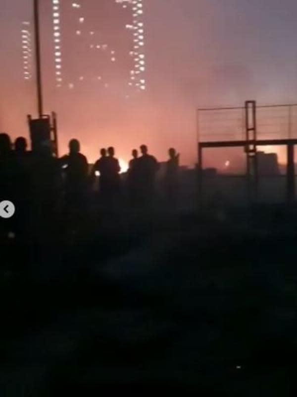 Potret suasana terbakarnya gudang penyimpanan milik Kapten Vincent. (Sumber: Instagram/@vincentraditya)
