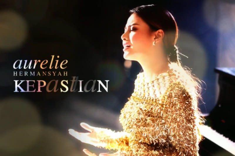 """Lama tak menyanyi, Aurelie Hermansyah hadir lagi dengan """"Kepastian"""""""
