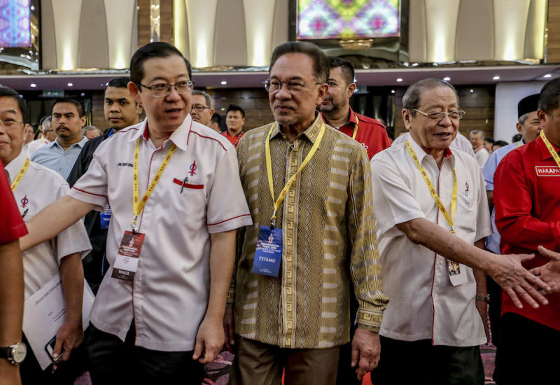 Lim Guan Eng, Datuk Seri Anwar Ibrahim and Lim Kit Siang attend the 2019 DAP National Conference in Shah Alam May 5, 2019. — Picture by Firdaus Latif