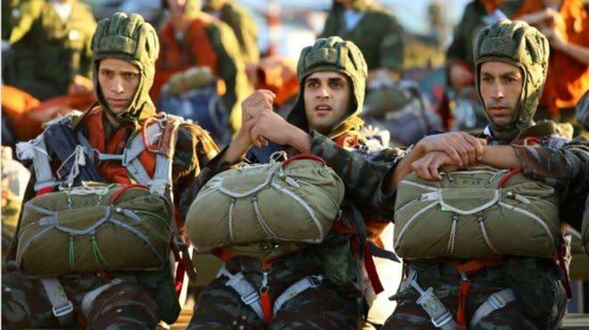 VIVA Militer: Peserta Lomba Terjun Payung di Army Games Rusia 2020
