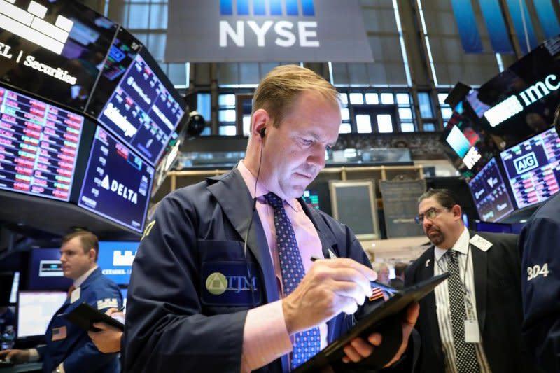 Wall Street dibuka melemah karena ketidakpastian pandemi