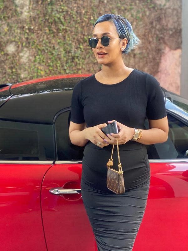 Gaya Kimmy Jayanti yang Tengah Hamil Anak Kedua. (Sumber: Instagram/kimmyjayanti)