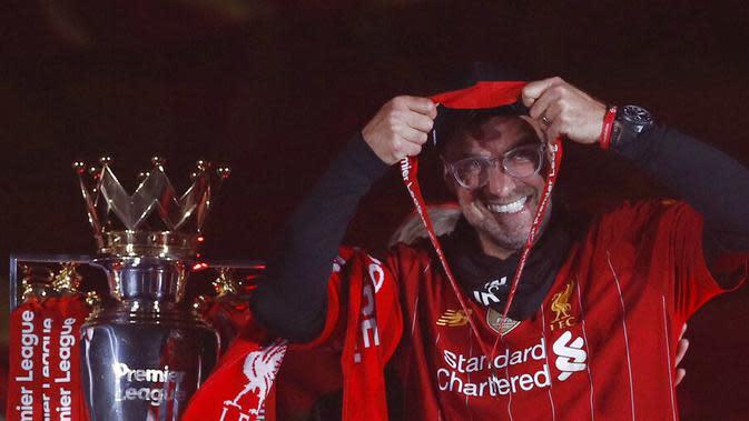 Jurgen Klopp meraih penghargaan sebagai Manajer terbaik tahun ini versi Asosiasi Manajer Liga Inggris (LMA) setelah ia sukses menjadikan Liverpool sebagai jawara Premier League musim 2019-2020. (Laurence Griffiths, Pool via AP)
