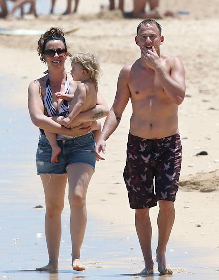Alanis Morissette & Family Enjoying A Day On The Beach In Hawaii
