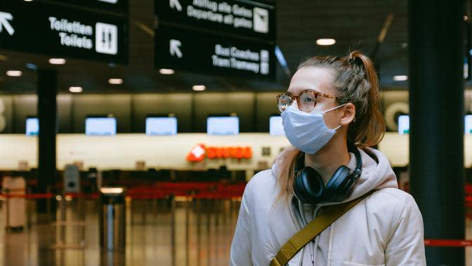 ilustrasi kacamata berembun saat menggunakan masker di era new normal/pexels