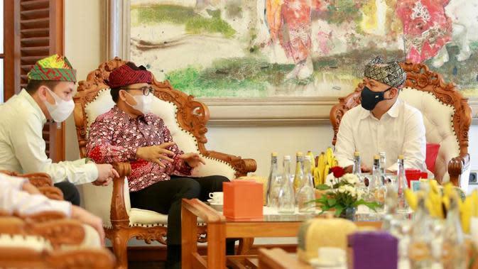 Menkop UK Teten Masduki bersama Bupati Banyuwangi Abdullah Azwar Anas.