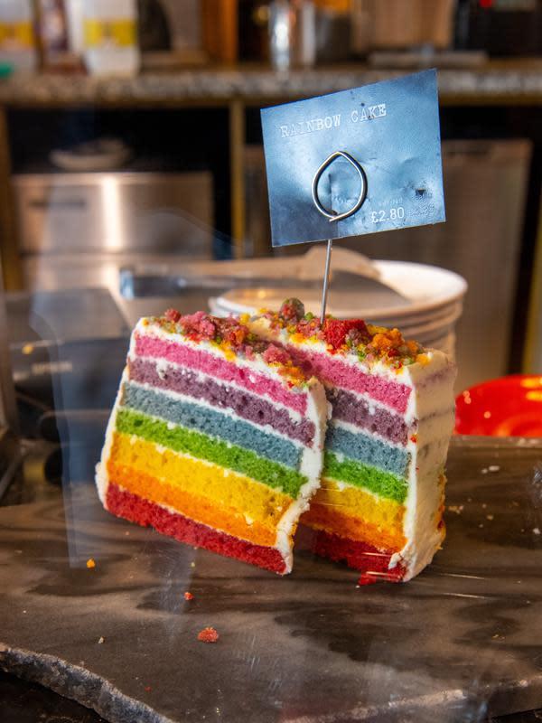ilustrasi resep kue ulang tahun praktis tanpa oven/Heino Elnionis/unsplash