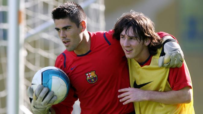 5. Víctor Valdes (353 laga) - Kiper asal Spanyol ini memperkuat Barcelona pada periode 2002-2014. Selama 12 tahun di Barcelona, Valdes telah bermain dengan Lionel Messi sebanyak 353 pertandingan. (AFP/Lluis Gene)