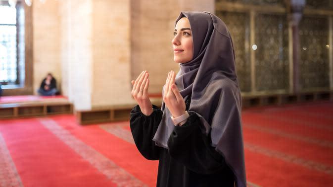 ilustrasi perempuan berhijab/copyright Shutterstock