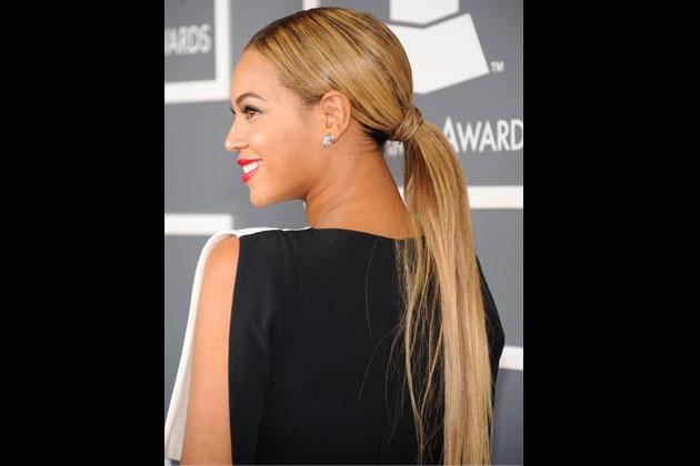 Ponytail Beyonce dons a simple hairstyle at the recent Grammys. This low ponytail gives her look a polished vibe. Do a mid-part to make it more chic.
