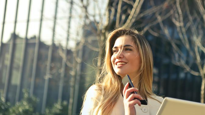 Ilustrasi perempuan mandiri. Credit: pexels.com/AndreaPiacquadio