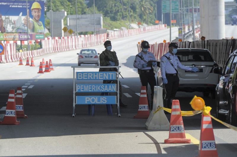 Army and police personnel conducting roadblocks during the movement control order (MCO) in Kuala Lumpur April 19, 2020. — Picture by Shafwan Zaidon