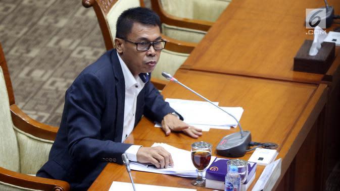 Calon pimpinan KPK Nawawi Pomolango saat menjalani uji kelayakan dan kepatutan (fit and proper test) di ruang rapat Komisi III DPR RI, Jakarta, Rabu (11/9/2019). Menurut Nawawi, KPK tak mau bekerjasama dengan aparat penegak hukum lainnya seperti Kejaksaan dan Kepolisian. (Liputan6.com/JohanTallo)
