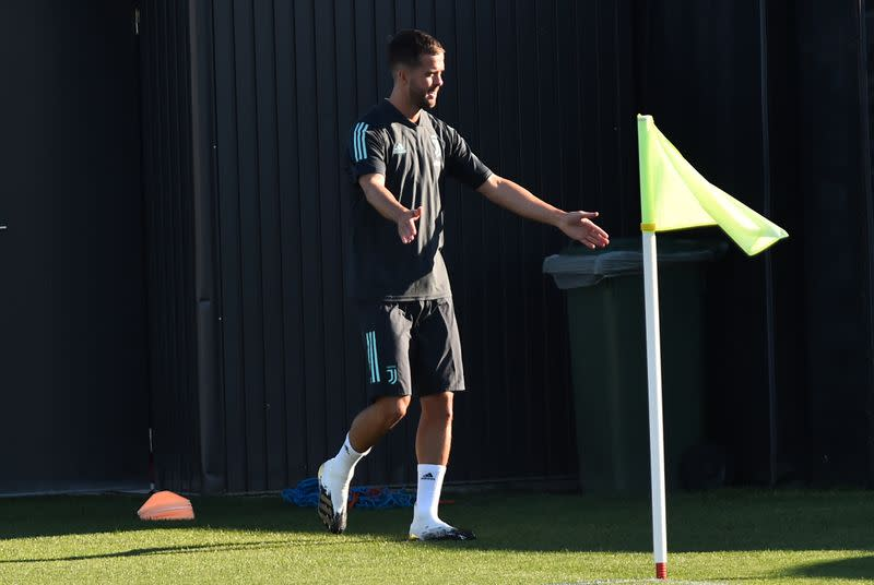 Pjanic arrival at Barca delayed due to COVID-19 positive test