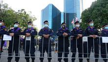 警方在匯商銀行總部前佈下大批警力 (圖)