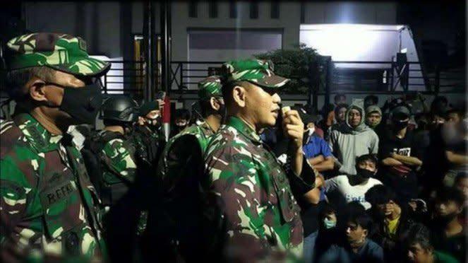 VIVA Militer: TNI redam amuk warga Kwitang.