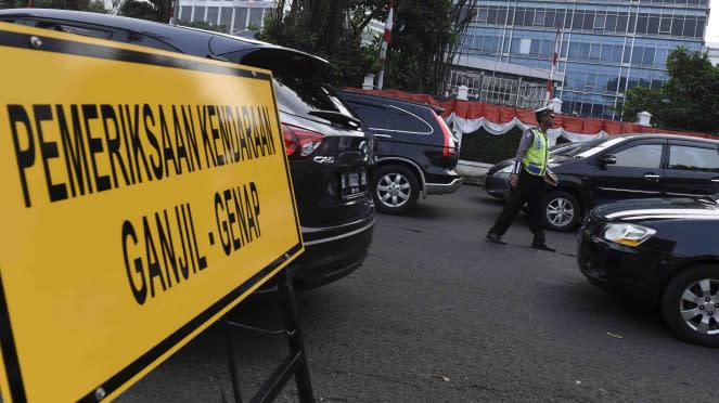 Papan pemberlakuan Peraturan Ganjil/Genap di jalan protokol di Jakarta beberapa waktu lalu.