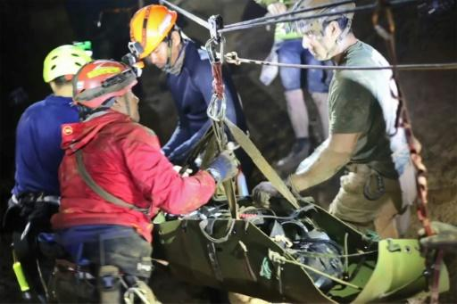 The boys were stretchered along the passageways of the cave complex using a system of ropes and pulleys