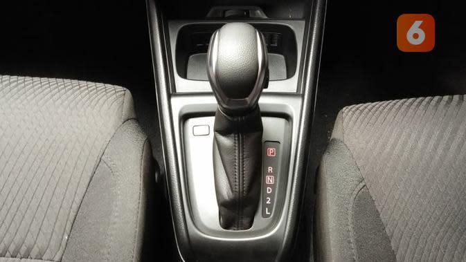 Tuas persneling Suzuki Ertiga Sport transmisi otomatis. (Septian/Liputan6.com)