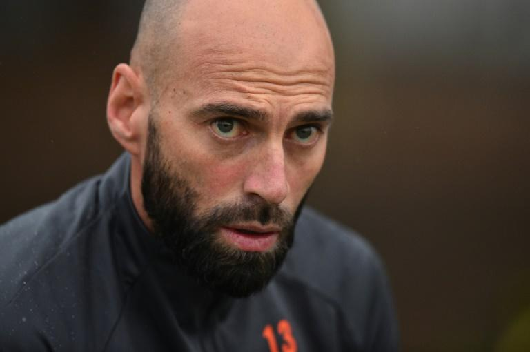 Chelsea goalkeeper Willy Caballero has signed a contract extension