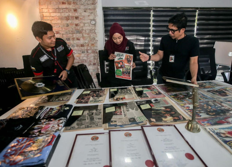 PORT Ipoh general manager Nur Hanim Mohamed Khairuddin (centre), manager Syed Zarul Hisham Syed Khairuddin (right) and public relations officer Mohamad Huzaifah Abd Aziz looking at some of the items to be exhibited during the Ipoh Music Symposium from October 10 to November 18. — Picture by Farhan Najib