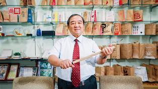 一個紙袋一世人 他把3毛錢生意做到第一名