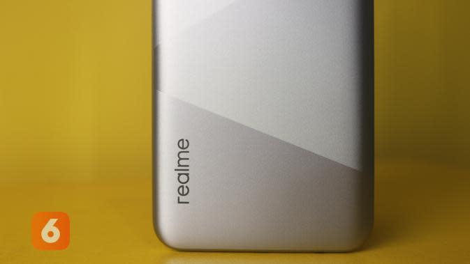 Realme C15, desain belakang (Liputan6.com/ Agustin Setyo W)