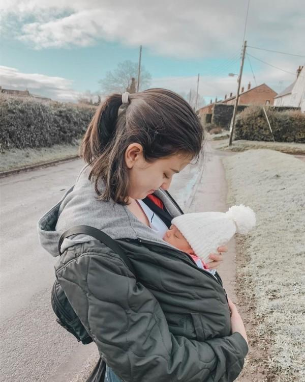 Jadi Mama Muda Hits, 10 Potret Kimberly Ryder Waktu Momong Anak